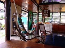Area social de la casa (sala estar y cocina)