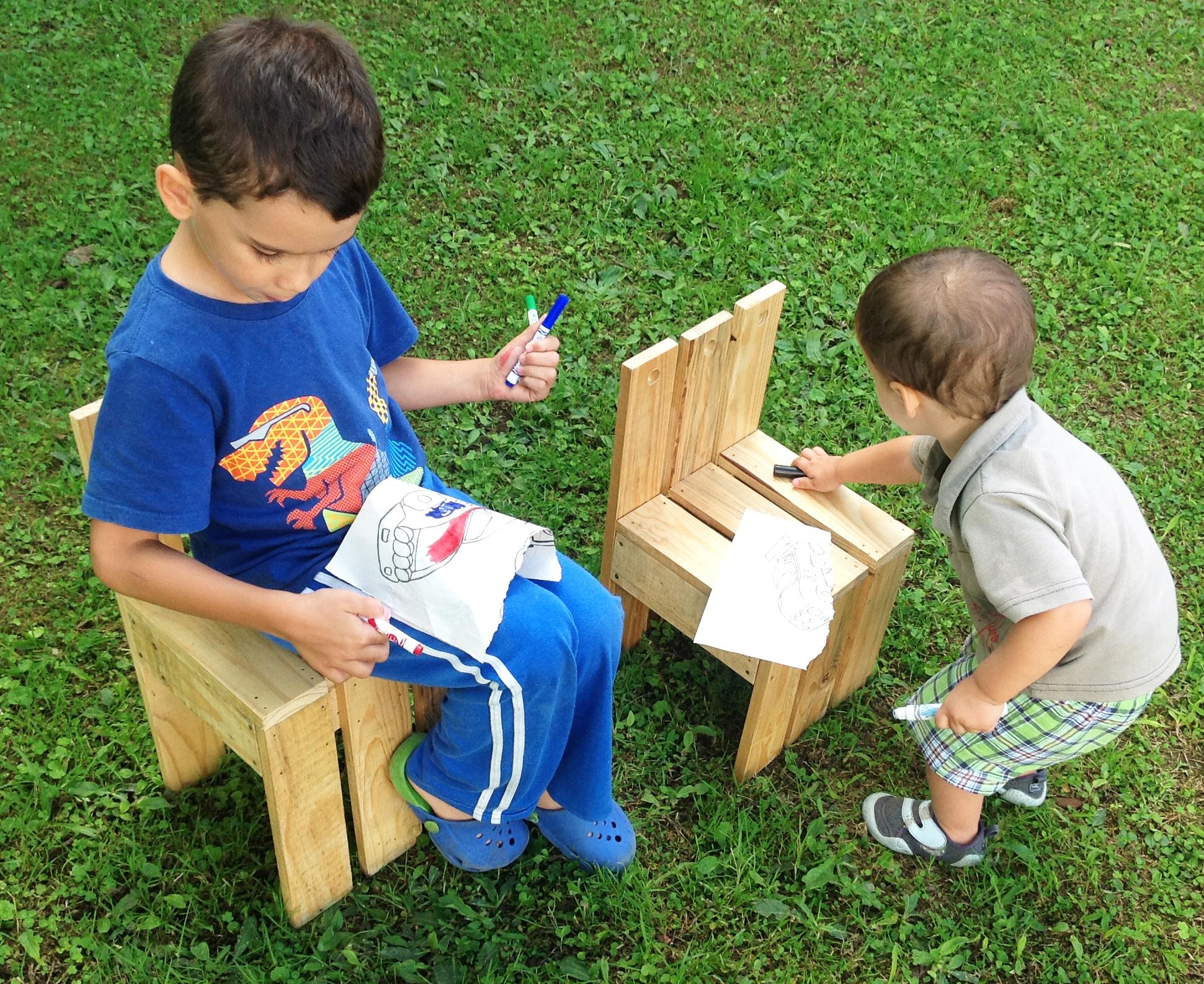 Silla para ni os de tarimas de madera yuso for Sillas para nino de 5 anos